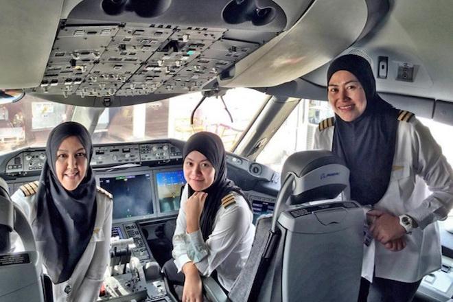 Η πρώτη πτήση στον κόσμο με αποκλειστικά γυναικείο πλήρωμα
