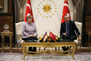 epa05766669 German Chancellor Angela Merkel (L) and Turkish President Recep Tayyip Erdogan (R) attend a press conference after their meeting in Ankara, Turkey, 02 February 2017. Merkel will meet Turkish President Erdogan, Prime Minister Yildirim and some opposition leaders during her visit. Merkel is in Turkey for a one-day official visit.  EPA/TUMAY BERKIN