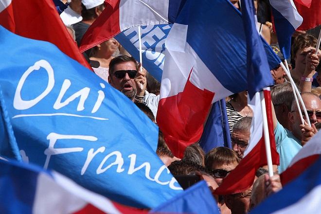 Δημοσκόπηση: Η πλειοψηφία των Γάλλων τάσσεται κατά του Frexit