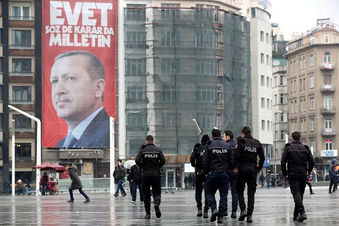 Ο Ερντογάν θυμήθηκε τη σφαγή της Σρεμπρένιτσα για να τα βάλει ξανά με την Ολλανδία