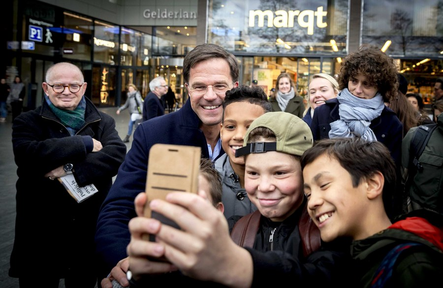 epa05825519 Netherlands Prime Minister Mark Rutte (C-L) takes a selfie with constituents during his campaign for the upcoming national elections in Amsterdam, the Netherlands, 02 March 2017.  EPA/REMKO DE WAAL