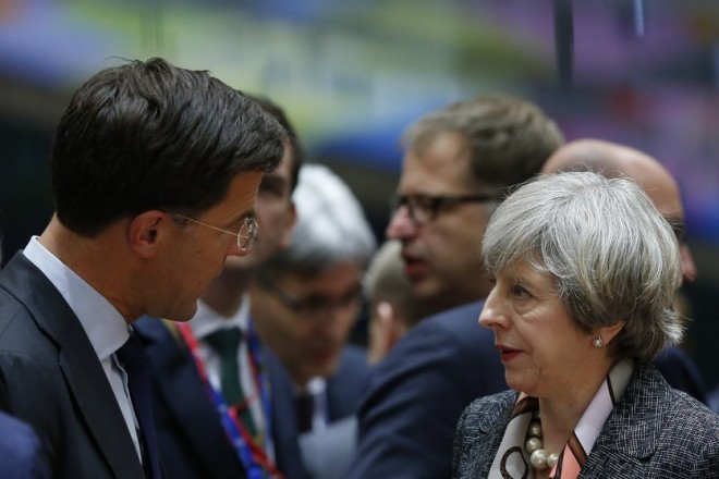 epa05838838 Dutch Prime Minister Mark Rutte (L) and British Prime Minister Theresa May (R) during the European spring summit in Brussels, Belgium, 09 March 2017. European leaders will mainly focus on election of the European Council President and on Brexit during the two-day summit.  EPA/JULIEN WARNAND