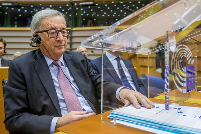 epa05822983 EU commission President Jean-Claude Juncker looks at his document during the mini-plenary session of the European Parliament on the 'White Paper' and the future of Europe after the Brexit at the EU Parliament in Brussels, Belgium, 01 March 2017. The plan sets out five 'pathways to unity' for the 27 member states who will remain in Europe after Britain leaves in 2019.  EPA/STEPHANIE LECOCQ