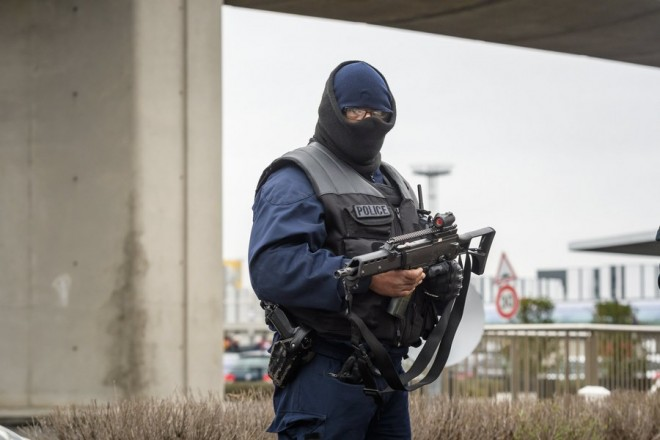 epa05855718 Members of French anti-terrorist force RAID at Orly airport, near Paris, France, 18 March 2017.  According to news reports a person has been shot by Operation Sentinelle anti-terror patrol soldiers at Orly Airport after trying to snatch a soldier's weapon.  EPA/CHRISTOPHE PETIT TESSON