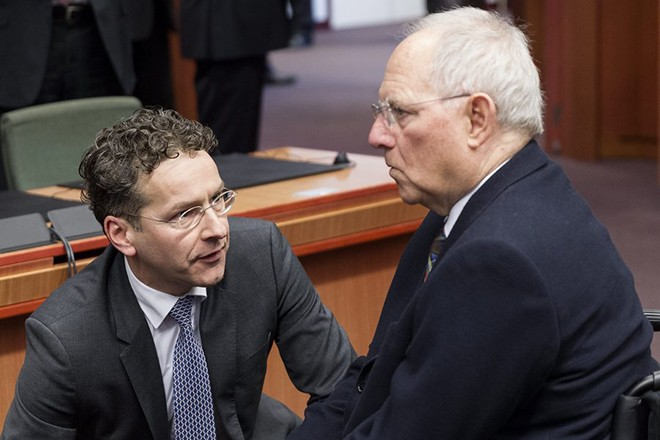 epa04622850 Dutch Minister of Finance, President of the Council Jeroen Dijsselbloem (L) and German Finance Minister Wolfgang Schaeuble (R) talk at an Eurogroup meeting of Finance ministers at EU council headquarters, in Brussels, Belgium, 16 February  2015. The Eurogroup finance ministers meet to discuss on a new bailout deal with Greece and finding common ground with Greek Finance Minister Yanis Varoufakis, who is seeking to renegotiate his country's bailout because of the painful austerity measures it is associated with.  EPA/THIERRY MONASSE