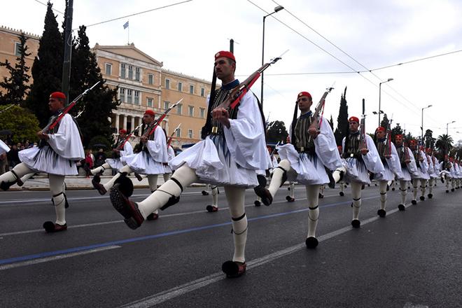 (Ξένη Δημοσίευση) Ο υπουργός Εθνικής Άμυνας, Πάνος Καμμένος, παρακολουθεί τμήματα των Ενόπλων Δυνάμεων που συμμετέχουν στην στρατιωτική παρέλαση για την επέτειο της 25ης Μαρτίου 1821, στην Αθήνα, Παρασκευή 25 Μαρτίου 2016. ΑΠΕ-ΜΠΕ/ ΓΡΑΦΕΙΟ ΤΥΠΟΥ ΥΠΕΘΑ/ STR