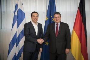 (Ξένη Δημοσίευση) Ο πρωθυπουργός, Αλέξης Τσίπρας (Α) συναντήθηκε με τον αντικαγκελάριο της Γερμανίας Ζίγκμαρ Γκάμπριελ (Δ) στο Βερολίνο, Παρασκευή 16 Δεκεμβρίου 2016. ΑΠΕ-ΜΠΕ/ΓΡΑΦΕΙΟ ΤΥΠΟΥ ΠΡΩΘΥΠΟΥΡΓΟΥ/Andrea Bonetti