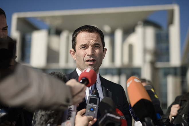 epa05874843 Benoit Hamon, presidential candidate for the Socialist Party (PS) in the 2017 French presidential election, talks to the media in front of the Chancellery after a meeting with German Chancellor Angela Merkel (not pictured) in Berlin, Germany, 28 March 2017. The French presidential election is scheduled for 23 April and 07 May 2017.  EPA/CLEMENS BILAN