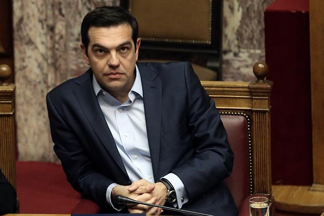 Ο πρωθυπουργός Αλέξης Τσίπρας παρίσταται σε συζήτηση στη Ολομέλεια της Βουλής, Αθήνα, Τρίτη 28 Μαρτίου 2017. Συζητείται σήμερα η πρόταση ΣΥΡΙΖΑ και ΑΝΕΛ για τη συγκρότηση Ειδικής Κοινοβουλευτικής Επιτροπής Προκαταρκτικής Εξέτασης για τον Γιάννο Παπαντωνίου. Η πρόταση κατατέθηκε μετά από τις ποινικές δικογραφίες που διαβιβάστηκαν στη Βουλή και αφορούν στον πρώην υπουργό Εθνικής Άμυνας Γιάννο Παπαντωνίου, σχετικά με την ενδεχόμενη τέλεση των αδικημάτων της απιστίας στρεφόμενης κατά του Δημοσίου και της νομιμοποίησης εσόδων από εγκληματική δραστηριότητα, κατά την άσκηση των καθηκόντων του, στο πλαίσιο σύναψης συμβάσεων εξοπλιστικών προγραμμάτων του υπουργείου Εθνικής Άμυνας και σύμφωνα με τα διαλαμβανόμενα στην πρόταση. ΑΠΕ-ΜΠΕ/ΑΠΕ-ΜΠΕ/ΣΥΜΕΛΑ ΠΑΝΤΖΑΡΤΖΗ