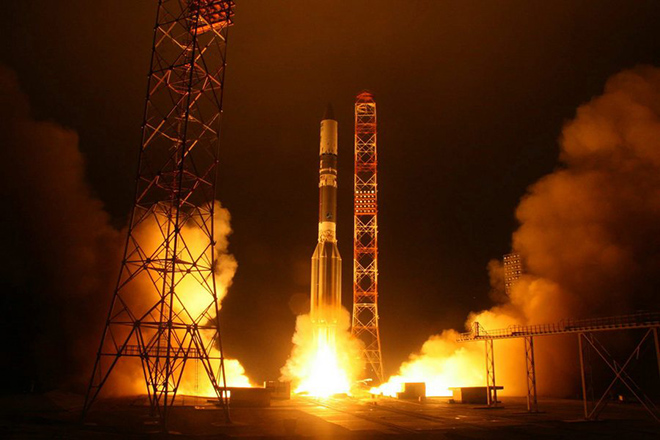 epa03503555 A handout picture made available on 10 December 2012 shows Russian heavy weight rocket carrier Proton-M with Yamal-402 telecommunication satellite lifting off from Baikonur comodrome, Kazakhstan, 08 December 2012. A technical glitch that occurred after launch caused a Russian satellite to veer off course, the country's space agency reported 09 December. The Yamal-402, a 4.5-tonne communications satellite, separated four minutes ahead of schedule from its Proton-M carrier rocket, causing it to miss its planned orbit, the Ria Novosti news agency reported. Officials said it may take three days to get the satellite back on course. But even if the course correction is successful, the satellite would no longer be able to perform all of its tasks.  EPA/SERGEI SERGEYEV/ROSKOSMOS  HANDOUT EDITORIAL USE ONLY/NO SALES