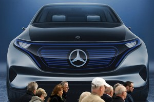 epa05876815 Shareholders walk past large-scale Mercedes-Benz advertising panel at the entrance to the annual shareholders meeting of Daimler AG in Berlin, Germany, 29 March 2017. Shareholders voted on a dividend of 3.25 euro per share as 2016 was Daimler's most successful year so far.  EPA/FELIPE TRUEBA