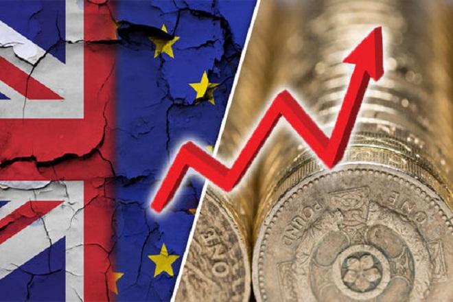 «Δυνατή» στερλίνα παρά το Brexit – Ψήφος εμπιστοσύνης απ' τις κεντρικές τράπεζες