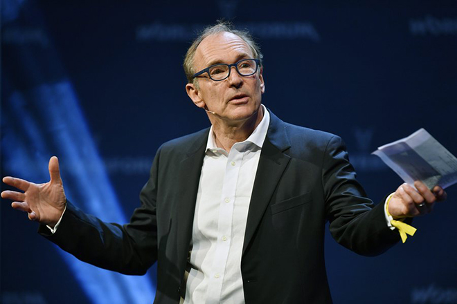 epa05746861 The English computer scientist Tim Berners-Lee, who invented the World Wide Web, speaks during at the World Web Forum in Zurich, Switzerland, 24 January 2017.  EPA/WALTER BIERI