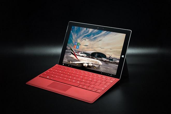 Η απάντηση της Emirates στον Τραμπ: Θα δανείζει laptop σε όσους ταξιδεύουν προς τις ΗΠΑ