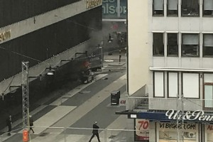 epa05894535 A view of a truck after it crashed into a Ahlens department store at Drottninggatan in central Stockholm, Sweden, 07 April 2017. A truck has driven into crowds on a street in central Stockholm, media reported quoting local police. An unknown number of people was said to be injured in the incident, media added.  EPA/ANDREAS SCHYMAN  SWEDEN OUT