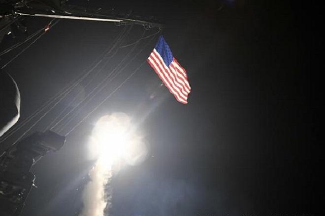 Επίθεση των ΗΠΑ με 59 πυραύλους σε αεροπορική βάση στη Συρία