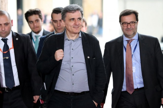 epa05894922 Euclid Tsakalotos (C), Greece's Minister of Finance arrives for the Informal Meeting of Economic and Financial Affairs (ECOFIN) at the Grandmaster's Palace in Valletta, Malta, 7 April 2017. The informal meeting of EU Finance Ministers, taking place every six months according to the rotating Presidency of the EU Council, runs from 07 to 08 April. Malta took over the EU Presidency on 01 January 2017.  EPA/DOMENIC AQUILINA