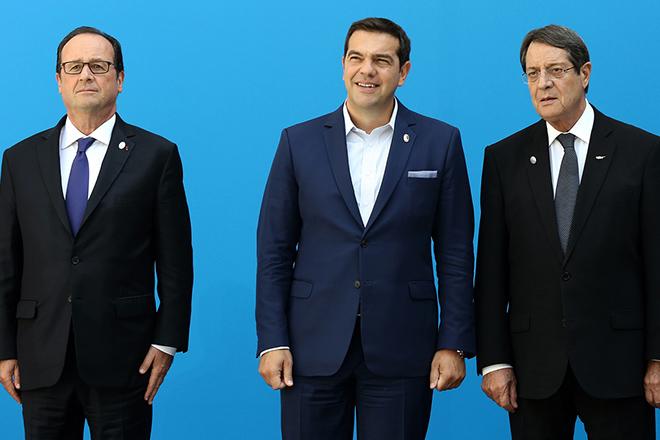 Ο πρωθυπουργός της Ελλάδας Αλέξης Τσίπρας (Κ) μαζί με τον Προέδρο της Γαλλικής Δημοκρατίας Φρανσουά Ολάντ ( François Hollande ) (Α), και τον Πρόεδρο της Κυπριακής Δημοκρατίας Νίκο Αναστασιάδη (Δ), κατά την οικογενειακή φωτογραφία της Συνόδου των ηγετών των Μεσογειακών Χωρών της Ε.Ε.  , Παρασκευή 9 Σεπτεμβρίου 2016. Πραγματοποιείται  στο Ζάππειο Μέγαρο η Σύνοδος των Μεσογειακών Χωρών της Ε.Ε., την οποία συγκάλεσε ο πρωθυπουργός της Ελλάδας Αλέξης Τσίπρας, με τη συμμετοχή του Προέδρου της Γαλλικής Δημοκρατίας François Hollande, του αναπληρωτή υπουργού Ευρωπαϊκής Ένωσης της Ισπανίας Φερνάντο Εγκιδάθου , του πρωθυπουργού της Ιταλίας Matteo Renzi, του Προέδρου της Κυπριακής Δημοκρατίας Νίκου Αναστασιάδη, του πρωθυπουργού της Μάλτας, Joseph Muscat και του πρωθυπουργού της Πορτογαλίας, Antonio Costa.  ΑΠΕ-ΜΠΕ/ΑΠΕ-ΜΠΕ/Παντελής Σαίτας