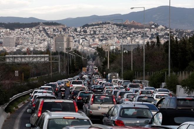 Χάος στους δρόμους της Αττικής λόγω απεργίας σε μετρό και τραμ