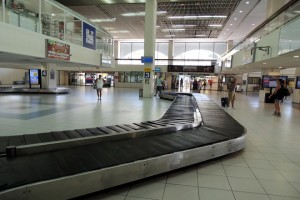 Φωτογραφία αρχείου του αεροδρόμιου της Ρόδου. Οριστικοποιήθηκε η συμφωνία για την παραχώρηση των 14 Περιφερειακών Αεροδρομίων στην κοινοπραξία της γερμανικής Fraport με την Slentel, με την δημοσίευση της απόφασης του Κυβερνητικού Συμβουλίου Οικονομικής Πολιτικής (ΚΥΣΟΙΠ) που συνεδρίασε στις 13 Αυγούστου, στην Εφημερίδα της Κυβερνήσεως. H σχετική απόφαση ελήφθη ύστερα από την εισήγηση της διοίκησης του ΤΑΙΠΕΔ στις 3 Ιουλίου και υλοποιεί τον σχετικό διαγωνισμό που είχε ολοκληρωθεί προ μηνών, Τρίτη 18 Αυγούστου 2015. ΑΠΕ-ΜΠΕ/ΑΠΕ-ΜΠΕ/ STR