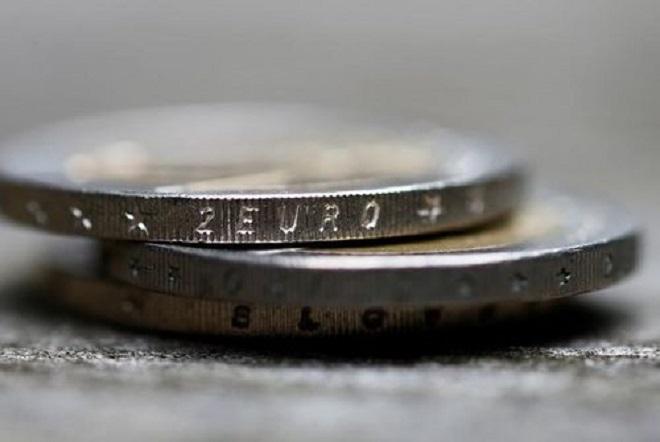 FT: Γιατί τα hedge funds στρέφονται ξανά στο ευρώ