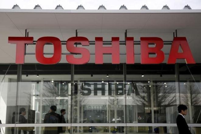 Το μέλλον της Toshiba κρέμεται από μια κλωστή