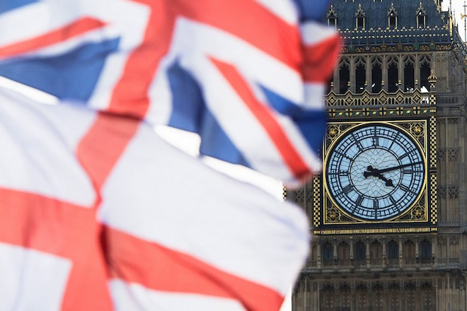 epa05913204 (FILE) - A British Union Jack flag and a flag of England fly in front of Big Ben in the Houses of Parliament in London, Britain, 02 April 2015 (reissued 18 April 2017). British Prime Minister Theresa May said in a statement on 18 April 2017 that she was to call for general elections for 08 June 2017.  EPA/FACUNDO ARRIZABALAGA