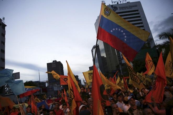 Στο «χείλος» της χρεοκοπίας η Βενεζουέλα- Υποβάθμιση από S&P και Fitch