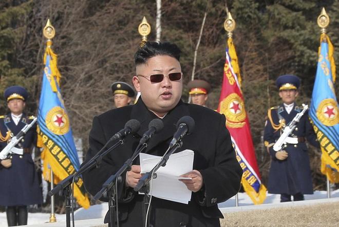 Ο Κιμ Γιόγκ Ουν αναβάλλει το σχέδιο εκτόξευσης πυραύλων κοντά στο Γκουάμ