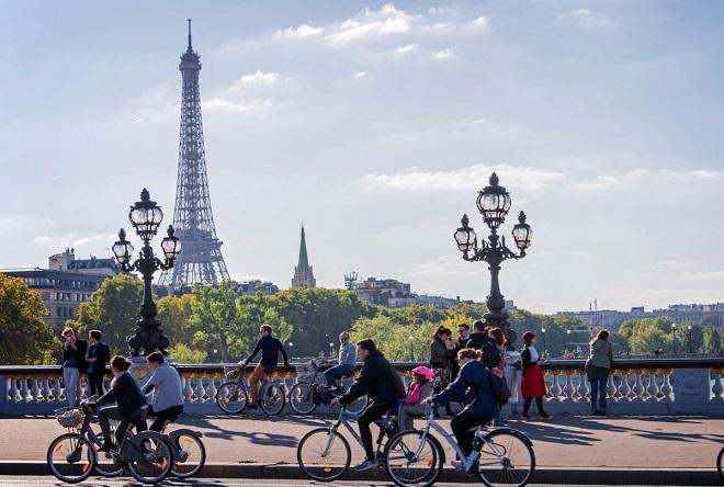 Τέλος στα βενζινοκίνητα αυτοκίνητα θέλει να βάλει το Παρίσι ως το 2030