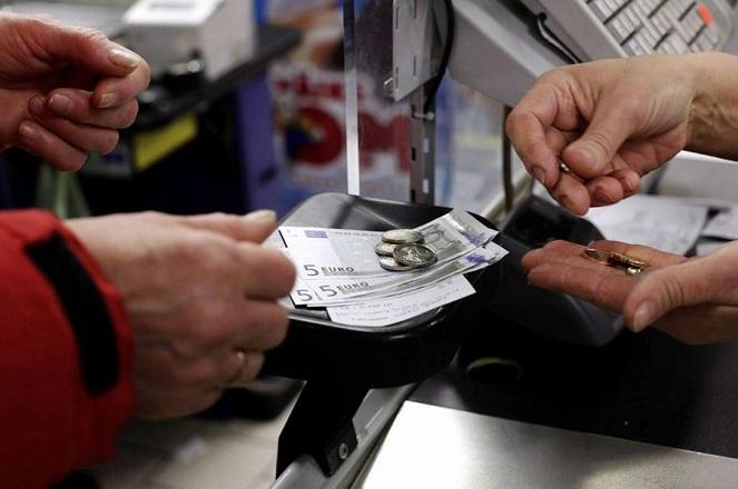 Νέα πτώση στην καταναλωτική εμπιστοσύνη των Ελλήνων