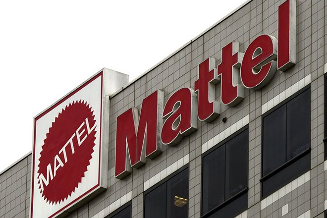 epa03947535 The Mattel Company logo on its headquarters building in El Segundo, California, USA, 12 November 2013.  Mattel which produces toys is ranked 387th on the Fortune 500 list and its revenues for fiscal year 2011 were 6.2 billion US dollar (4.61 billion euro).  EPA/MICHAEL NELSON
