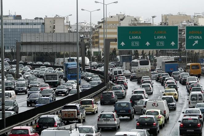 Πόσες ώρες την εβδομάδα περνούν στο δρόμο οι Έλληνες
