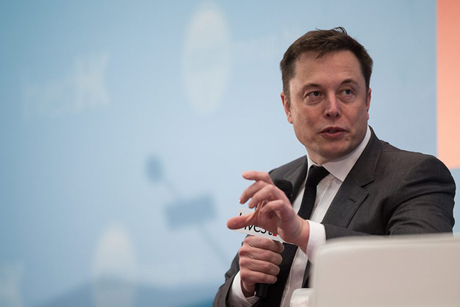 epa05126165 CEO of SpaceX and Tesla Motors Inc., Elon Musk speaks during the StartmeupHK Festival in Hong Kong, China, 26 January 2016. The StartmeupHK Festival runs through 29 January.  EPA/JEROME FAVRE