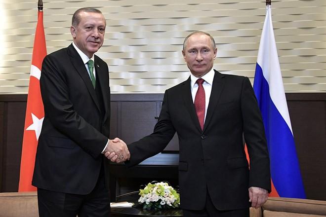 epa05941757 Russian President Vladimir Putin (R) shakes hands with Turkish President Recep Tayyip Erdogan (L) during their meeting at the Bocharov Ruchei residence in the Black sea resort of Sochi, Russia, 03 May 2017.  Turkish President is on a working visit in Russia.  EPA/ALEXEY NIKOLSKY / SPUTNIK / KREMLIN POOL / POOL
