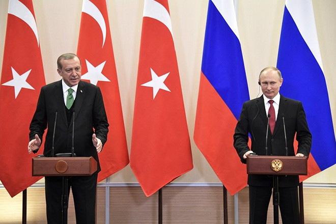 epa05942228 Russian President Vladimir Putin (R) and Turkish President Recep Tayyip Erdogan (L) attend a joint news conference following their talks at the Bocharov Ruchei residence in the Black sea resort of Sochi, Russia, 03 May 2017. The Turkish President is on a working visit in Russia at the invitation of Vladimir Putin.  EPA/ALEXEY NIKOLSKY / SPUTNIK POOL