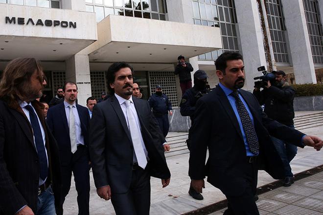 Οι οχτώ Τούρκοι αξιωματικοί βγαίνουν συνοδευόμενοι από αστυνομικούς από τον Άρειο Πάγο όπου συζητήθηκε το αίτημα έκδοσης τους στην Τουρκία, Αθήνα Δευτέρα 23 Ιανουαρίου 2017. Η απόφαση θα ανακοινωθεί την ερχόμενη Πέμπτη.  ΑΠΕ-ΜΠΕ/ΑΠΕ-ΜΠΕ/ΟΡΕΣΤΗΣ ΠΑΝΑΓΙΩΤΟΥ
