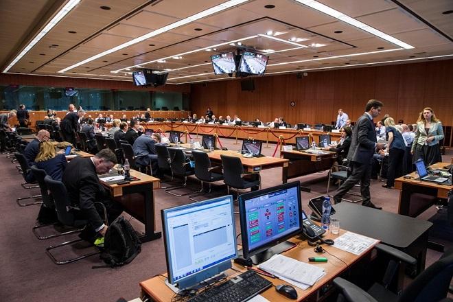 «Παράθυρο» για τη μη περικοπή των συντάξεων άνοιξε το Euroworking Group