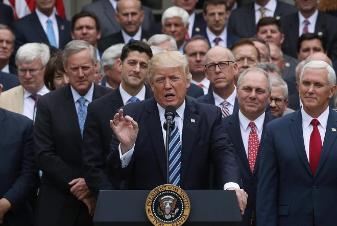 Ανοίγει «πόλεμο» με το Obamacare ο Ντόναλντ Τραμπ