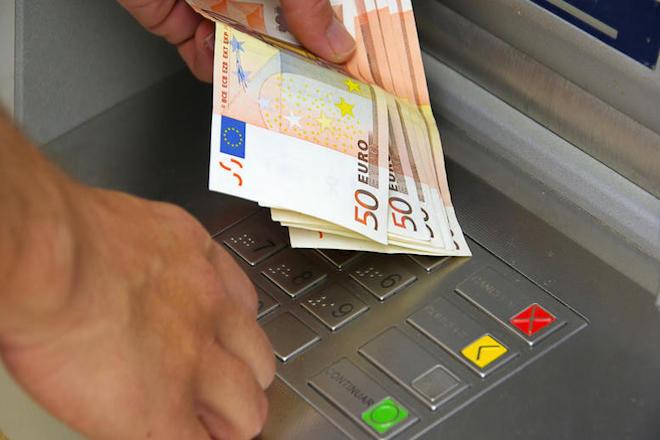 Χαλαρώνουν τα Capital Controls: Στα 1800 ευρώ/μήνα το όριο των αναλήψεων