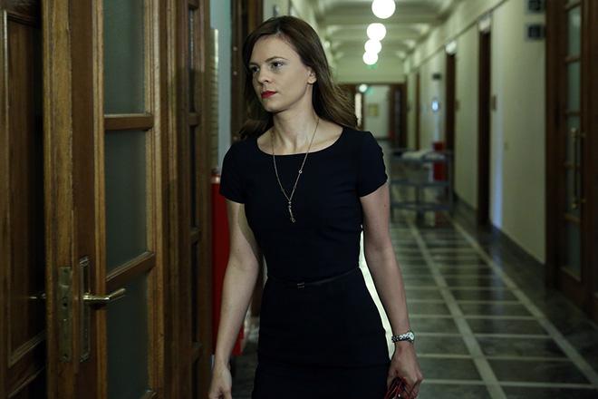 Η υπουργός Εργασίας Εφη Αχτσιόγλου μπαίνει στην αίθουσα της Βουλής που συνεδριάζει το Υπουργικό Συμβούλιο, Αθήνα Πέμπτη 4 Μαΐου 2017. ΑΠΕ-ΜΠΕ/ΑΠΕ-ΜΠΕ/ΟΡΕΣΤΗΣ ΠΑΝΑΓΙΩΤΟΥ