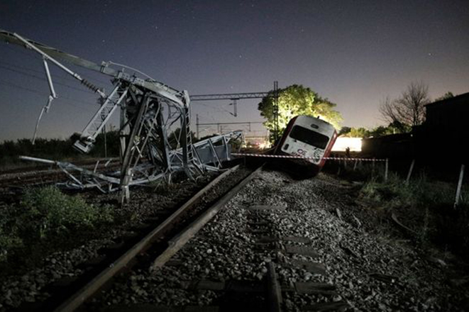 Εκτροχιασμός τρένου στο Άδενδρο: Συγκλονιστικές μαρτυρίες και σοκαριστικές εικόνες