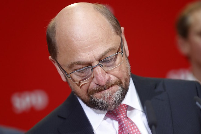 epaselect epa05964433 The leader of the Social Democratic Party (SPD), Martin Schulz, gestures as he addresses the press and supporters after the bad results of the party in the state elections in the federal state of North Rhine-Westphalia, in the headquarters of the Socialist Democratic Party, in Berlin, Germany, 14 May 2017. More than 13 million people were eligible to vote in the elections for a new state parliament in North Rhine-Westphalia.  EPA/FELIPE TRUEBA