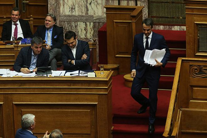 Ο πρόεδρος της Νέας Δημοκρατίας Κυριάκος Μητσοτάκης κατεβαίνει από το βήμα μετά την ομιλία του στη δεύτερη μέρα της  συνεδρίασης της Ολομέλειας της Βουλής κατά τη συζήτηση και ψήφιση των μέτρων για το κλείσιμο της β' αξιολόγησης, Αθήνα, την Πέμπτη 18  Μαΐου 2017 ΑΠΕ-ΜΠΕ/ΑΠΕ-ΜΠΕ/ΑΛΕΞΑΝΔΡΟΣ ΒΛΑΧΟΣ