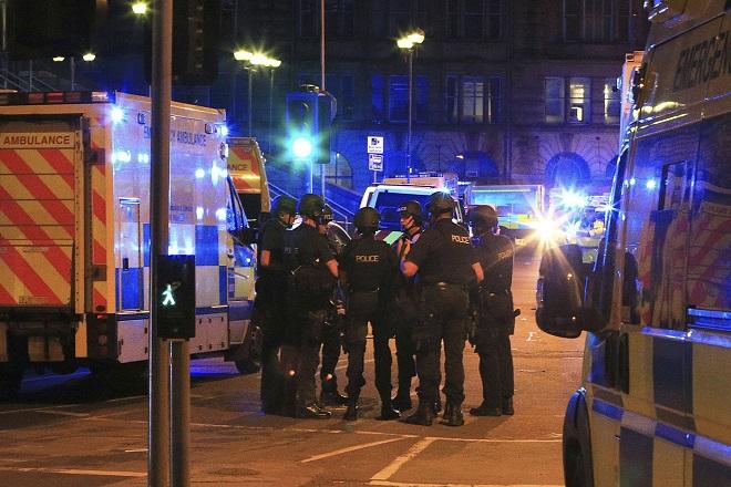 Μάντσεστερ: 22 νεκροί και δεκάδες τραυματίες από την αιματηρή επίθεση