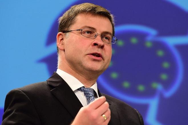 Ντομπρόβσκις: Συζητάμε για τα πρωτογενή πλεονάσματα- Το Eurogroup αποφασίζει