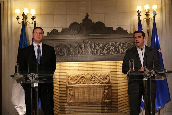 Ο πρωθυπουργός, Αλέξης Τσίπρας (Δ) με τον πρωθυπουργό της Εσθονίας Jüri Ratas (Α), κάνουν δηλώσεις μετά τη συνάντησή τους, στο Μέγαρο Μαξίμου, Δευτέρα 29 Μαΐου 2017. Η συνάντηση γίνετα ενόψει της ανάληψης της Προεδρίας του Συμβουλίου της Ε.Ε. από την Εσθονία κατά το δεύτερο εξάμηνο του 2017.  ΑΠΕ-ΜΠΕ/ΑΠΕ-ΜΠΕ/ΑΛΕΞΑΝΔΡΟΣ ΒΛΑΧΟΣ