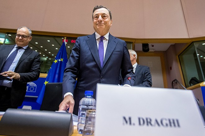 epa05997499 Mario Draghi, President of the European Central Bank (ECB) and Chair of the European Systemic Risk Board, attends a hearing of the European Parliament Committee on Economic and Monetary Affairs (ECON) in Brussels, Belgium, 29 May 2017. Daghi attends the hearing to present and discuss the ECB's perspective on economic and monetary developments.  EPA/STEPHANIE LECOCQ