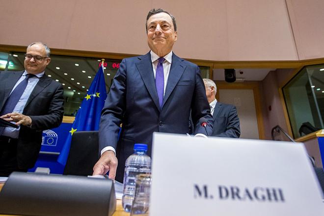 Θα ντυθεί ξανά «Άι Βασίλης» ο Ντράγκι για χάρη της ευρωζώνης;