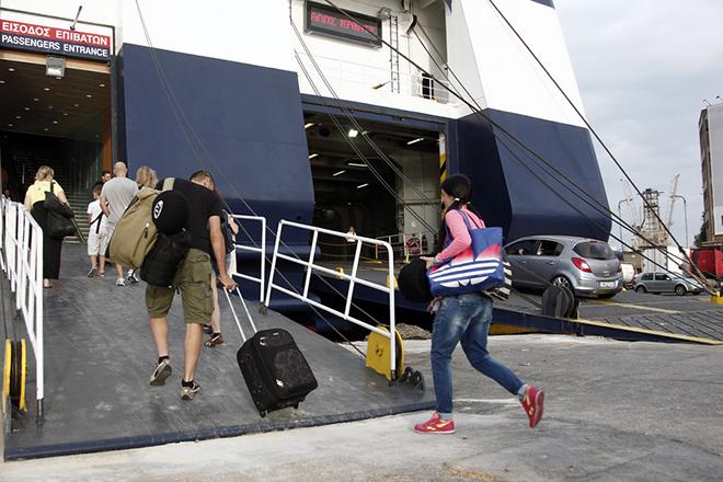 Ξεκίνησε η πασχαλινή έξοδος- Αυξημένη η κίνηση στα λιμάνια